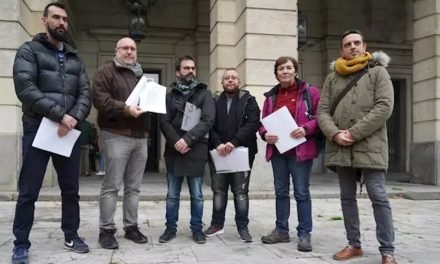 Asociaciones #Lgtbi de Sevilla ponen en conocimiento de Fiscalía «un tuit homófobo» del partido de ultraderecha sobre el '#VetoParental'